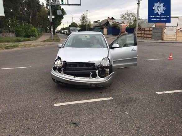 У Черкасах водій виїхав на червоний сигнал і скоїв ДТП (ФОТО)