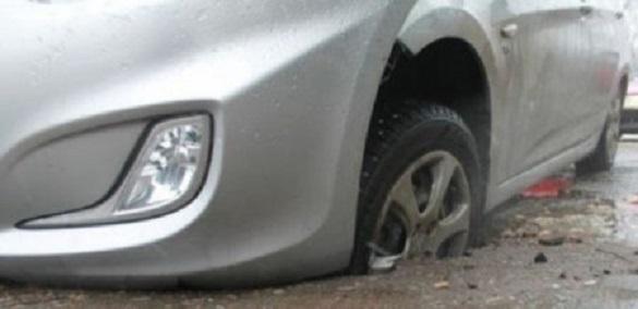 Комунальники відшкодують черкащанину понад 61 тисячу гривень за пошкоджене через вибоїну на дорозі авто