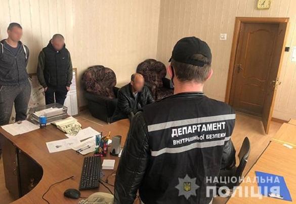 Чоловік на Черкащині намагався дати хабара начальнику відділення поліції (ФОТО)