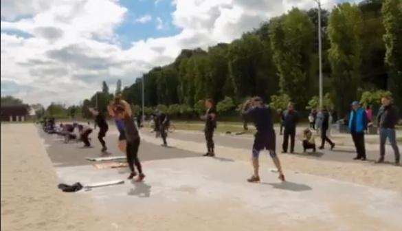 Черкаські спортсмени показали свою силу на пляжі (ВІДЕО)