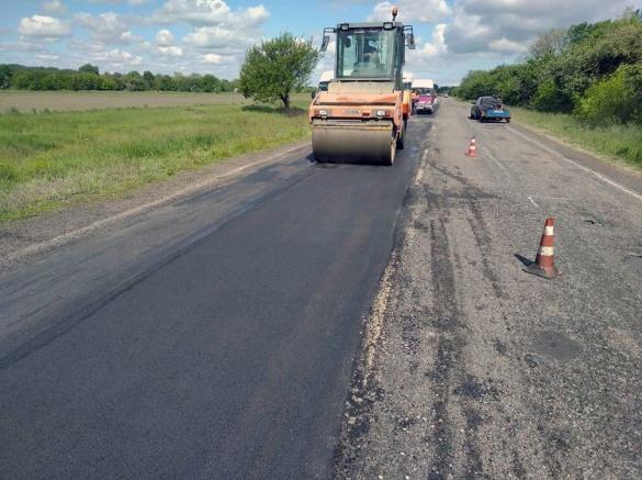 Де у Черкаській області нині ремонтують дороги? (cписок)