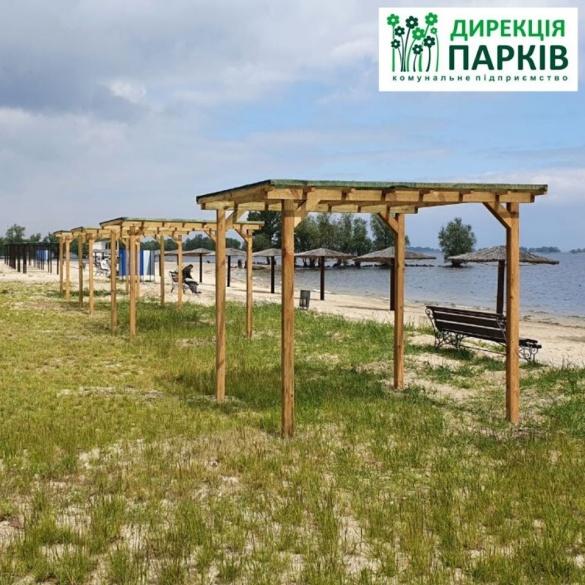 На черкаських пляжах встановлюють 10 пергол (ФОТО)