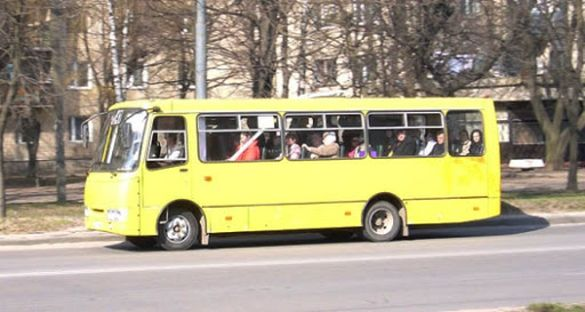 У Черкасах із маршрутки висадили військового