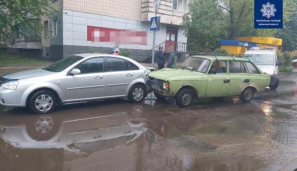 Нетверезий чоловік у Черкасах спричинив ДТП (ФОТО)