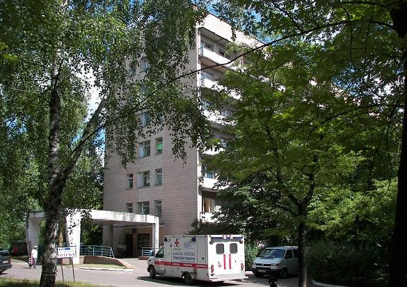 Біля лікарні в Черкасах знайшли тіло мертвого чоловіка