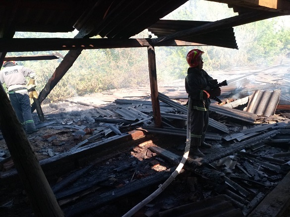 У будівлі на Черкащині сталася пожежа (ВІДЕО)