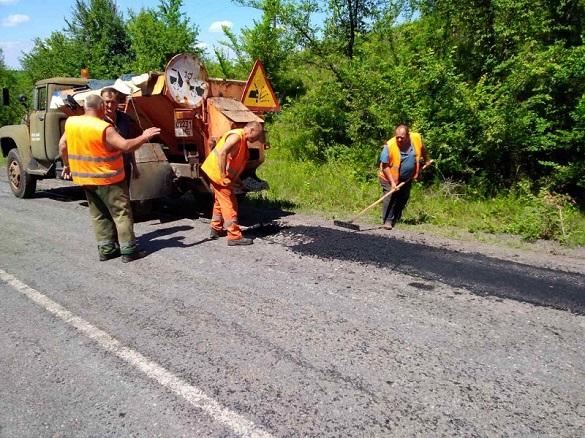 Ремонтні роботи доріг продовжуються на Черкащині (ФОТО)