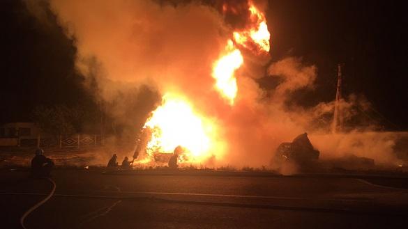 У масштабній пожежі на Черкащині загинув водій (ВІДЕО)