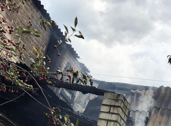 У будинку на Черкащині виникла пожежа (ФОТО)