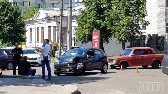 На бульварі Шевченка у Черкасах зіштовхнулися дві автівки (ФОТО)