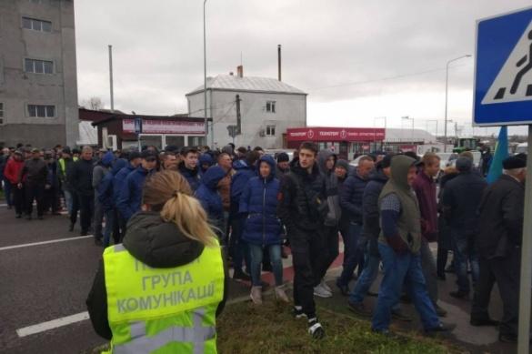На Черкащині більше ста осіб перекрили трасу Київ-Одеса: поліція відреагувала