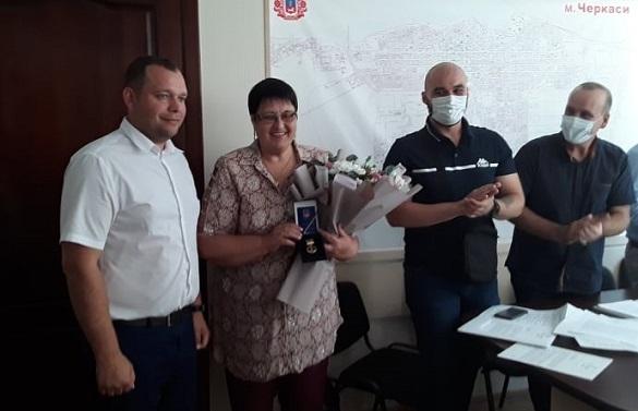 За сумлінну працю медалями нагородили двох черкащанок (ФОТО)