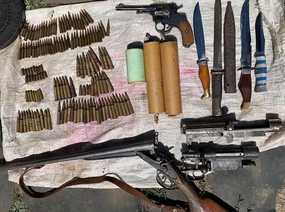 Арсенал зброї знайшли у волонтера на Черкащині (ФОТО)