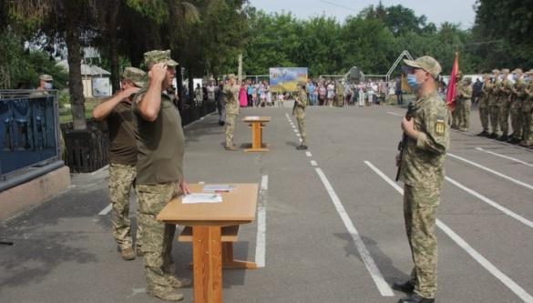 Випускники кафедри військової підготовки ЧНУ склали присягу