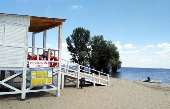 Досвяткувалися: у Черкасах після випускного розгромили пляж