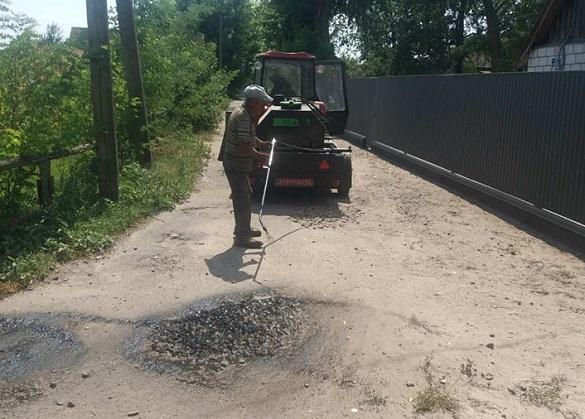 В ОТГ на Черкащині ремонтують дорогу за власний кошт (ФОТО)