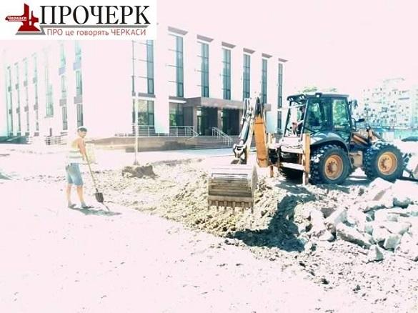 Поховання знайшли на Театральній площі у Черкасах (ФОТО)