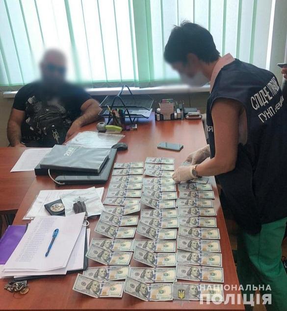На Черкащині спіймали чоловіка під час передачі хабаря (ФОТО)