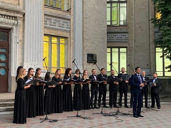 У центрі Черкас заспівав камерний хор (ФОТО, ВІДЕО)