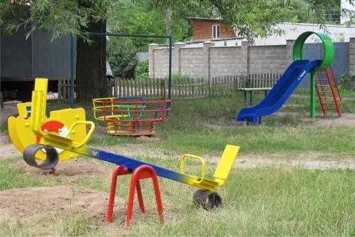 """Як гриби після дощу. У черкаських дворах """"ростуть"""" дитячі майданчики, фото-3"""