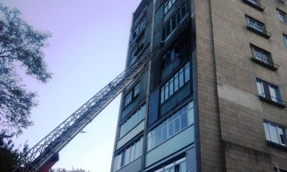 На Черкащині горіла квартира: рятувальники евакуювали людей (ФОТО, ВІДЕО), фото-1